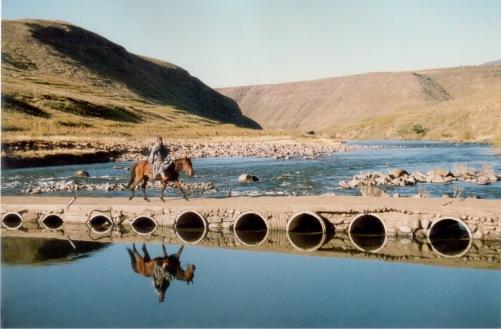 Man crossing Malibamatso river, 1988